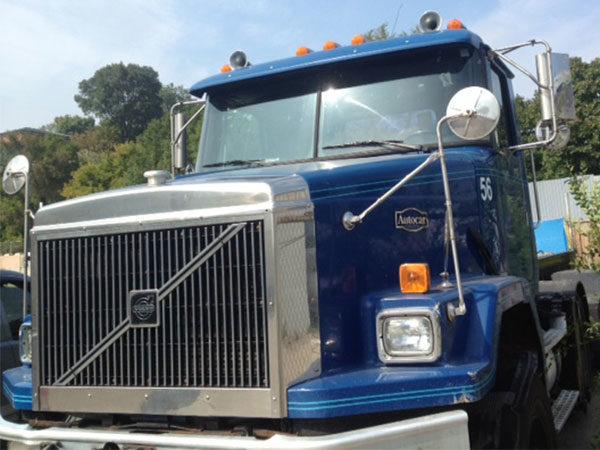 tractor-truck-before-vinyl-wrap